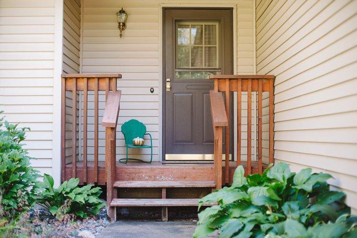 Fall front porch decor idea