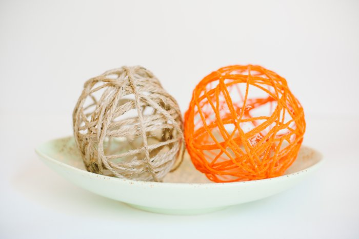 Cute yarn balls made with balloons