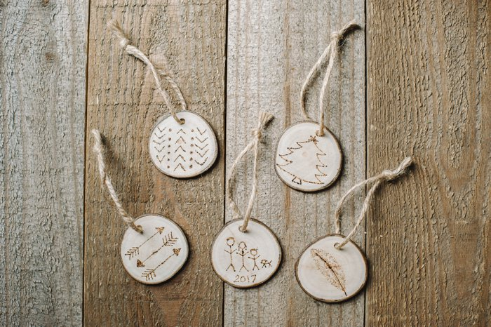 DIY wood ornaments for the Christmas Tree
