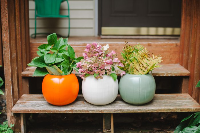 Idea for fall porch decorations