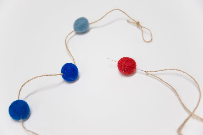 How to Make a Fourth of July Felt Ball Garland - Easy 4th of July Decor Ideas
