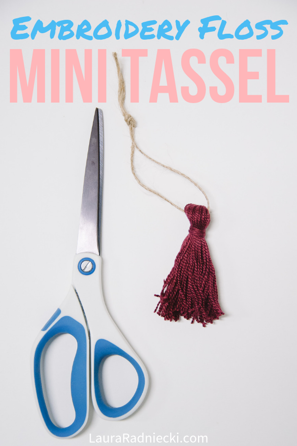 Here\'s how to make a mini tassel using embroidery floss in this super simple, fast DIY tutorial. Mini embroidery thread tassels are great for home and party decor, or used to make beautiful garlands! #embroideryfloss #tassels