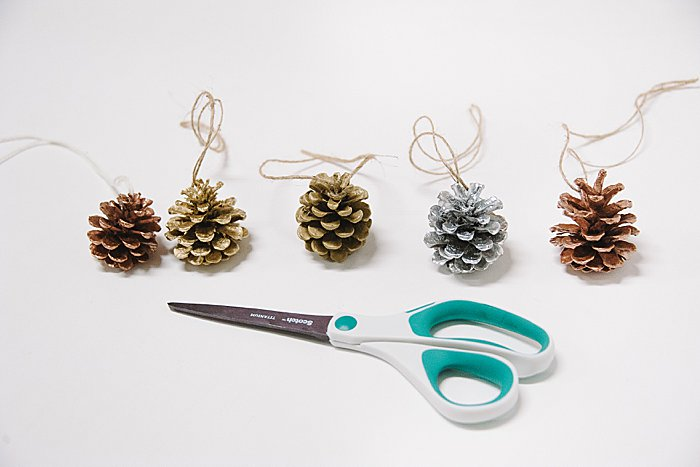 spray painted pine cones for christmas tree ornaments