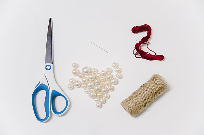 DIY pearl christmas ornament | a pearl wreath