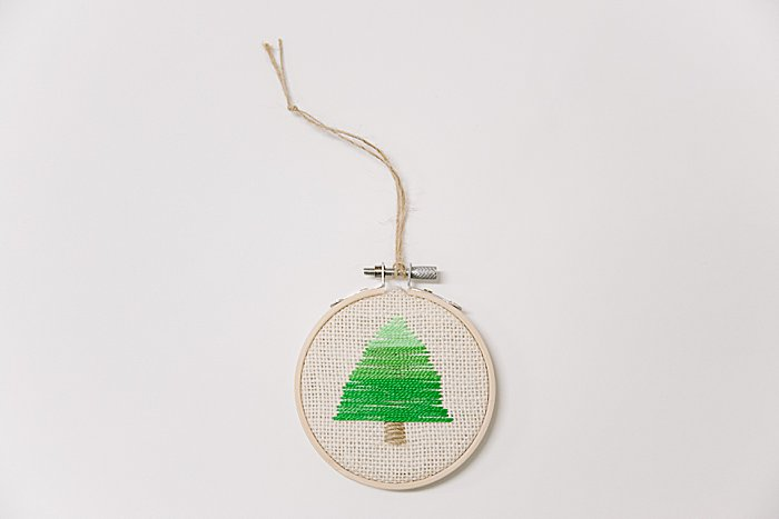 Day 17: Ombre Christmas Tree Embroidery Hoop Ornament | The 30 Days of Ornaments Project