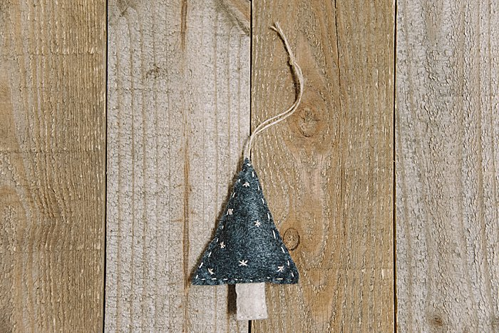 Day 22_ How to Make a Handsewn Felt Christmas Tree Ornament _ The 30 Days of Ornaments Project