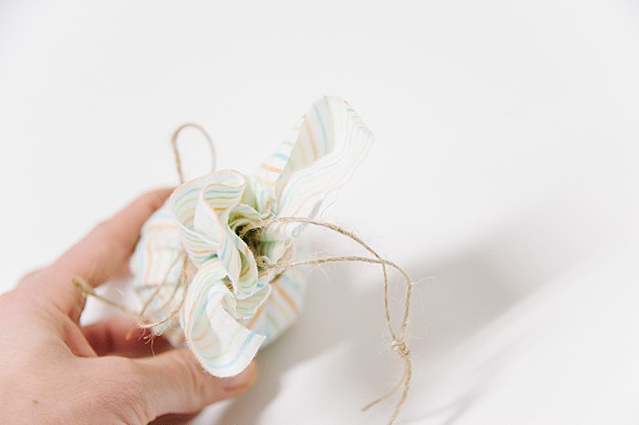 easy way to make a fabric covered ball for Christmas ornaments