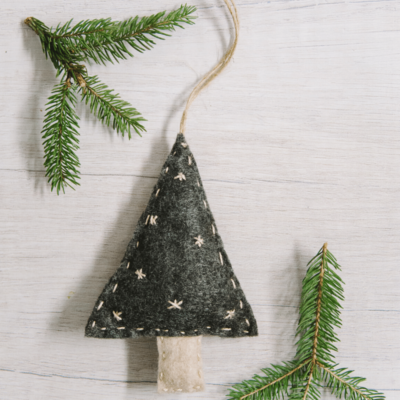 Day 22: How to Make a Handsewn Felt Christmas Tree Ornament | The 30 Days of Ornaments Project