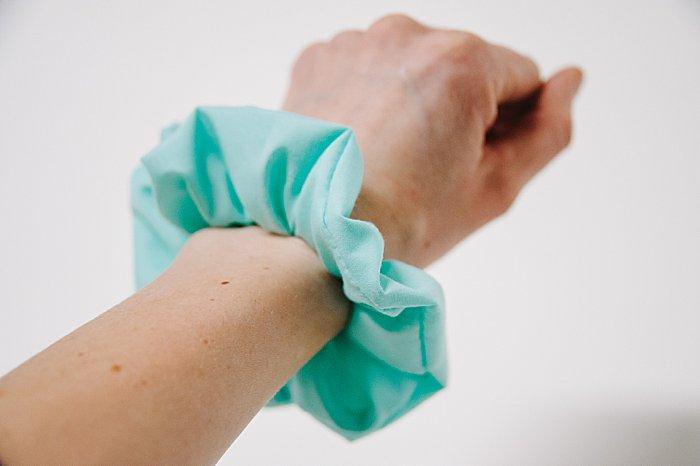 how to make a DIY scrunchie
