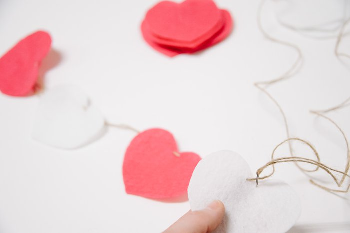 How to Make a Felt Valentine Heart Garland | DIY Valentine Garland Ideas