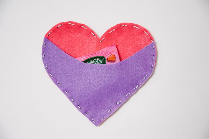 DIY Felt Heart Treat Pouch for Valentine's Day   Fall Valentine's Day Crafts