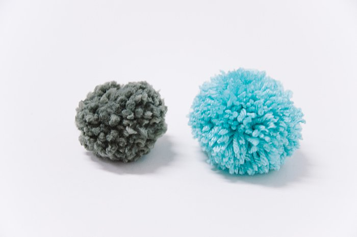 comparing types of yarn for making pom poms