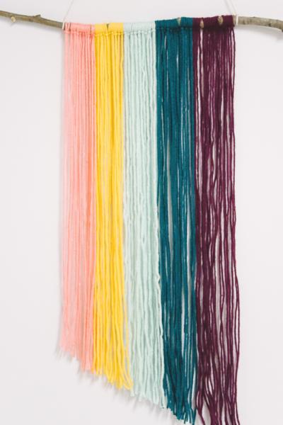 how to make a diy yarn wall hanging _ Easy Yarn Craft Ideas