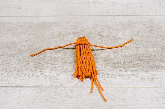 how to make yarn tassels