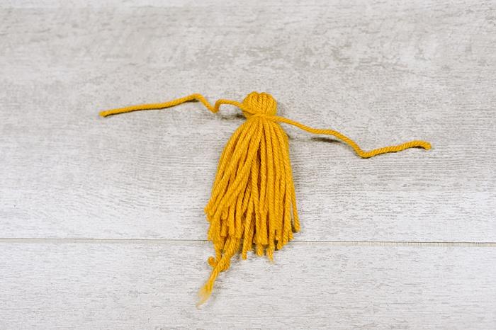 making yarn tassels