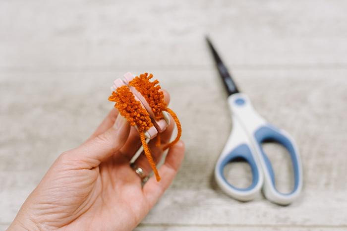cut all yarn loops free in pom maker