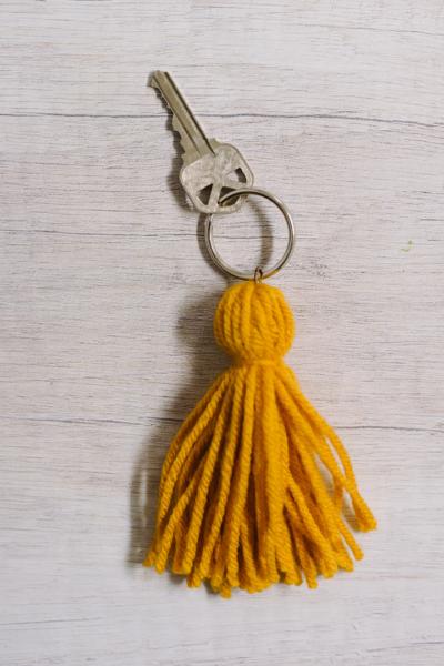 how to make a yarn tassel keychain