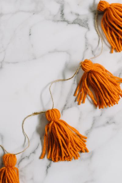 how to make yarn tassel garland